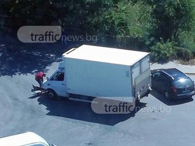 Катастрофа с камион на Брезовско шосе, образува се задръстване СНИМКИ