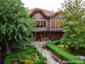 Етнографският музей в Пловдив пази съкровища от век насам СНИМКИ