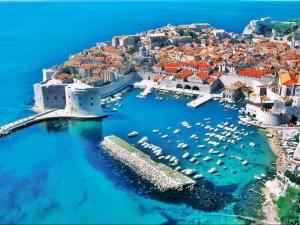 Уникални плажове привличат пловдивчани в Хърватия СНИМКИ