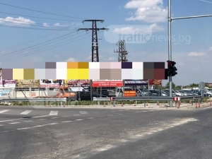 """Връх на инженерната мисъл на изхода на Пловдив! Пръкна се """"зебра"""" с препятствия СНИМКИ"""