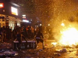 Над 200 полицаи са ранени след безредици в Хамбург