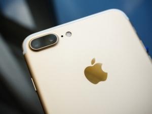iPhone 8 ще струва над 1000 долара, оператори вече се чудят как да направят отстъпки