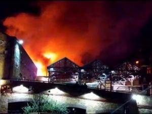 Голям пожар избухна в пазар в центъра на Лондон