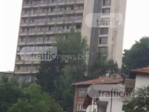 Покрив на хотел рухна в Смолян, по чудо няма ранени СНИМКИ
