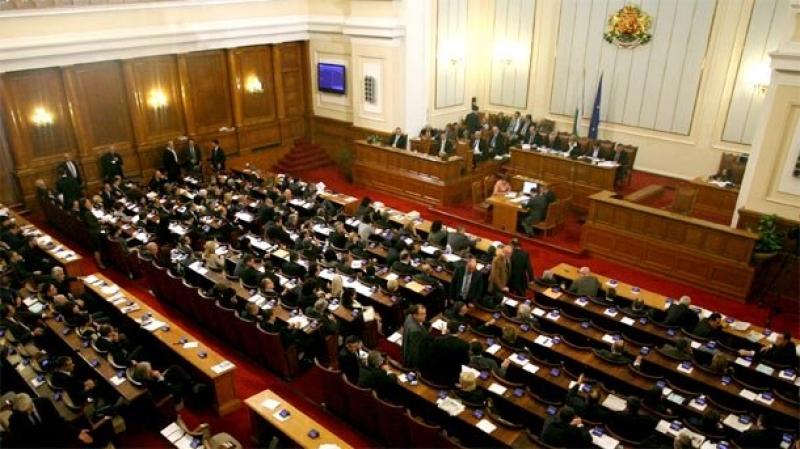 Скандал в Парламента: гонят депутат, искат оставка на министър