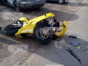Моторист се заби в трактор на Асеновградско, в болница е