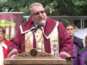 Пловдивският ректор, който подарява джип срещу следване, излезе в отпуск ВИДЕО