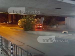 Нов инцидент с тир, заклещен под моста на ВИХВП