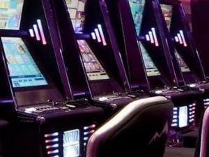 Агресивен пловдивчанин строши машинка в игрална зала, заплашва персонала