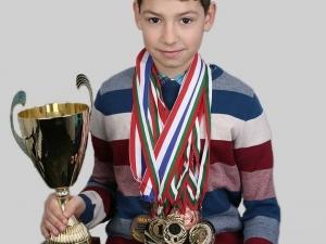 Пловдивчанче няма възможност да замине за престижно математическо състезание! Да му помогнем!
