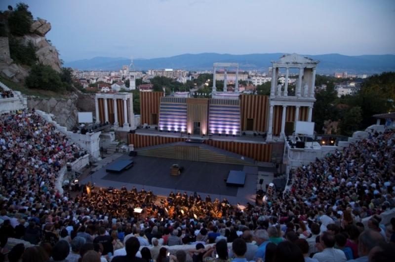 Време е за опера! Стотици пловдивчани се събират днес на Античния театър