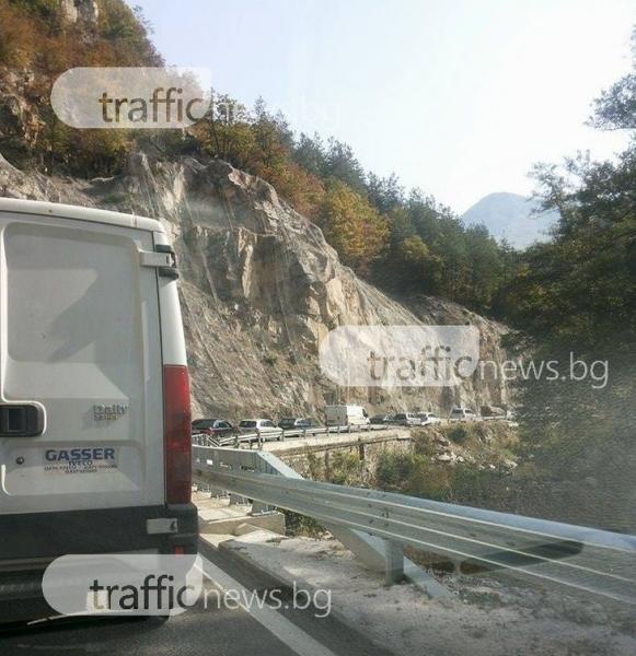 Катастрофа блокира пътя Нареченски бани - Бачково*