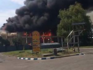 Голям пожар избухна в центъра на столицата, запали се склад за дрехи