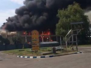 Пожарът в склада за дрехи край столицата вече е овладян ВИДЕО
