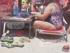 Селяния до шия! Бай Ганьо на плаж в Керамоти СНИМКИ и ВИДЕО