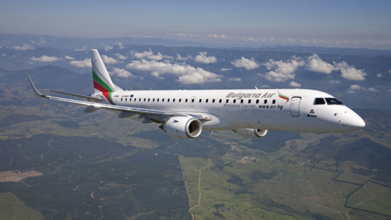 Екипаж на български самолет спаси припаднал пасажер