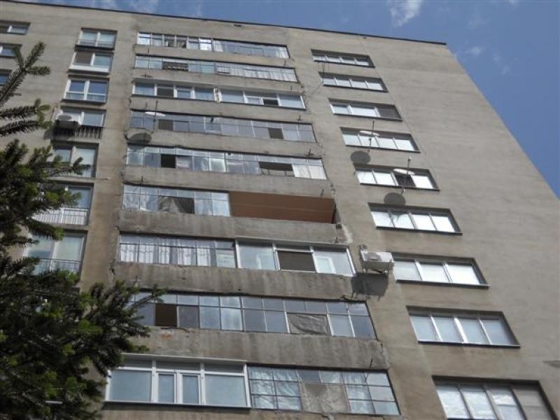 Дете на две години падна от третия етаж на блок