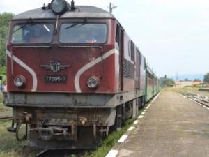 Влак блъсна и уби мъж на гара