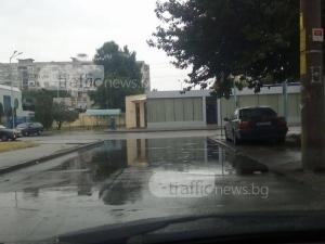 """Улица в """"Изгрев"""" се превръща в река при всеки дъжд СНИМКА"""