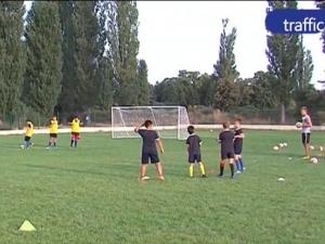 Разярени родители се вдигнаха на протест в Пазарджик, изгониха децата им от стадиона ВИДЕО