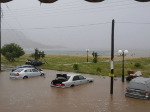 Бедствие на Халкидики, стотици туристи напускат острова СНИМКИ+ВИДЕО
