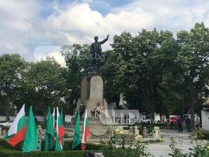 Карлово почете паметта на Левски, честването продължава с шествие СНИМКИ