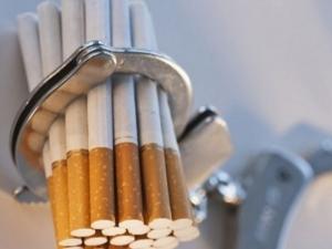 Задържаха шофьор с 200 000 къса цигари на границата в Златоград, маскирал ги с дини