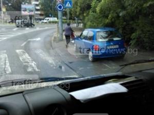Меганаглост в Кършияка: да спреш на тротоар и да блокираш пешеходна пътека СНИМКА