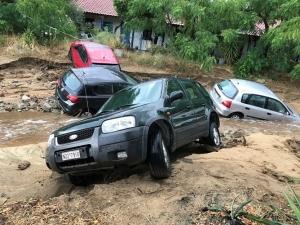 Българин за потопа в Гърция: Водата съсипа багажа ни, имаме щети и по колите
