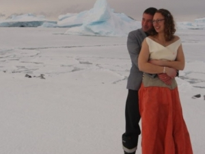 Влюбени вдигнаха сватба на Антарктида