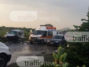 Автомобил се вряза челно в камион край Пловдив, трима мъже са в болница
