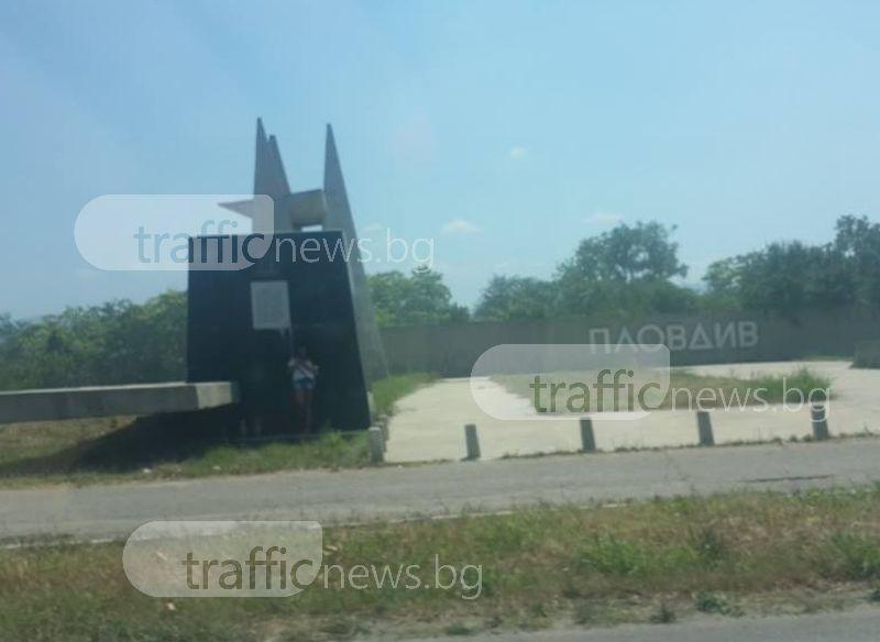 В жегата: и кучета няма по пътищата, но труженичките са под строй на Околовръстното на Пловдив СНИМКА