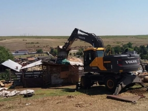 Бутнаха 16 незаконни ромски постройки в Асеновград ВИДЕО