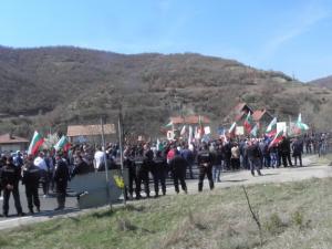 Хората от Варвара затвориха пътя Пазарджик - Велинград. Протестират крещу кмета
