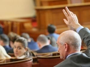 """Депутатите се карат кой да е """"приятел на Русия"""""""