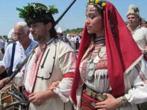 Родолюбци вдигнаха тридневна северняшка сватба с 3000 гости СНИМКИ