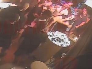 """ВИДЕО показва как Рочата и Джендов започват мелето в бар """"Бикини"""" в Созопол"""