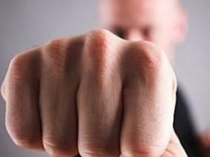 Пиян мъж от Раковски предизвика скандал, нападна полицай