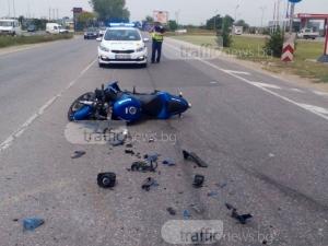 Откараха моторист с линейка, след като се заби в автомобил на пътя Пловдив – Асеновград СНИМКИ