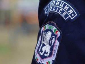 Ром нападна полицай с нож, опита да го наръга в сърцето