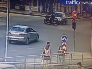 ВИДЕО показва кой е виновен при зрелищната катастрофа с моторист в Пловдив