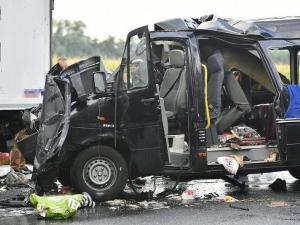 Трима души са загинали при катастрофа в Унгария с микробус с българска регистрация СНИМКИ