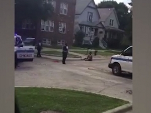 Мъж се предруса с дрога, отряза си члена и вилня в Чикаго