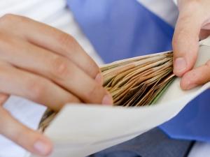 Край на некоректните шефове: Заплатите – до края на следващия месец!