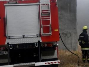Пожарникар пострада, борейки се с огнената стихия край Церковски