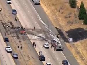 Самолет се разби на магистрала