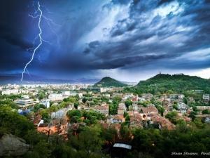 Дъжд и гръмотевици днес в Пловдив, в страната има опасност от градушки