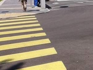 Съвпадение: Два нисана с 41-годишни жени зад волана удариха две пешеходки