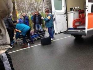 Кола се удари в 4 дървета, жена е с опасност за живота