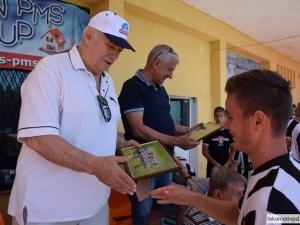 Юношите на Локо изненадаха с подаръци Бонев и Крушарски